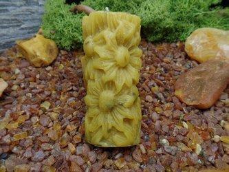 Świeca z wosku pszczelego trójwymiarowa w kształcie kwiata z kwiatami lawendy